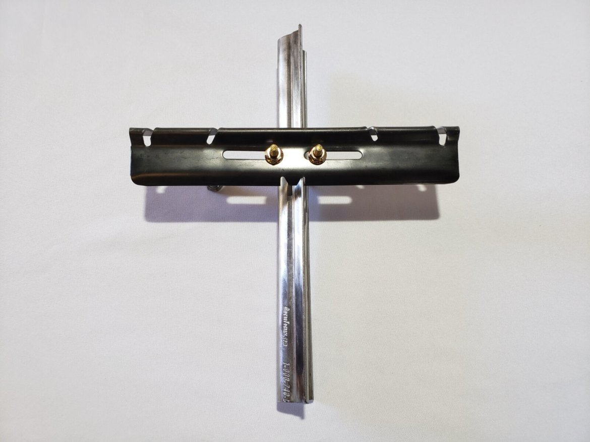 Metal Grapestake With L-Style Crossarm,