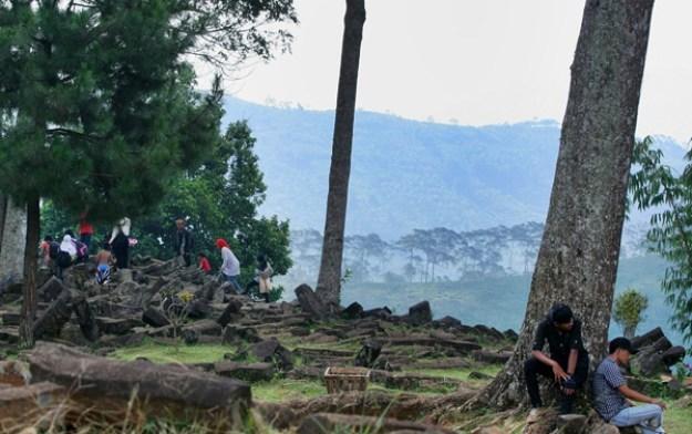 Beberapa pengunjung di Situs Gunung Padang