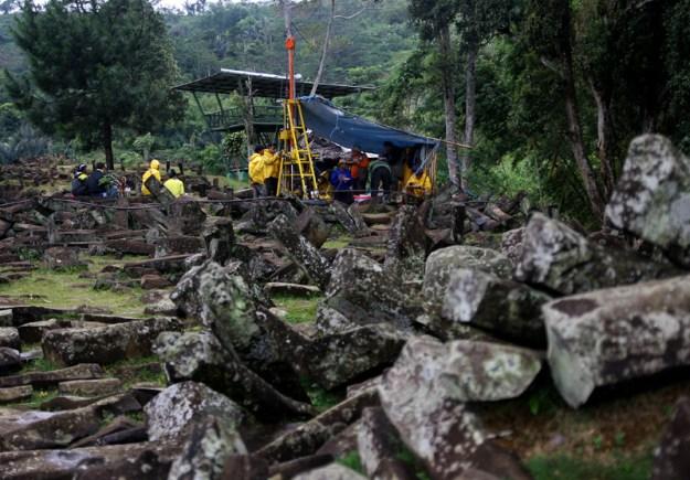 Penelitian Struktur Ruangan di Gunung Padang