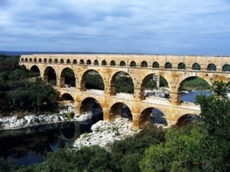 Terowongan Air The Pont du Gard