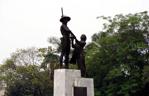 Patung Pahlawan atau Tugu Tani