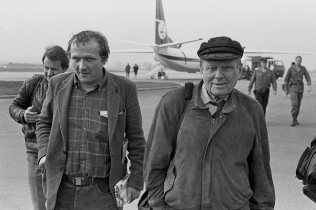 In 1989, after several years in exile, Czesław Miłosz returns to Poland, pictured here (right) with Adam Michni (left).