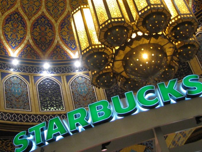 بخش ایران در مرکز خرید ابن بطوطه در دوبی، که از روی مسجد شیخ لطف الله اصفهان، درمقیاسی بزرگ ساخته شده است. عکس: بهزاد سرمدی
