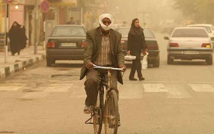 Dust engulfing Abadan.