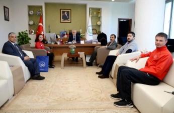 DSC 6032a - Olimpiyat Sporcumuz Ayşenur Duman, Rektör Alişarlı'yı Ziyaret Etti