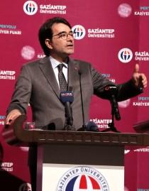 GAÜN'DE BÖLGENİN EN BÜYÜK KARİYER FUARI Doç. Dr. Salim Atay - Rektör Alişarlı, İpekyolu Kariyer Fuarına Katıldı