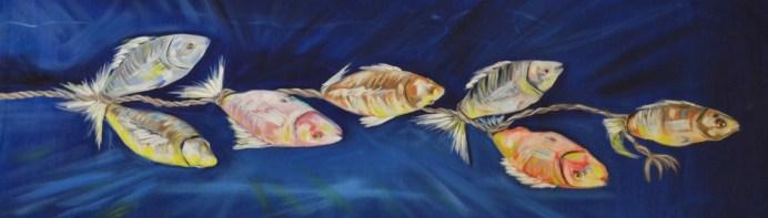 asılı balkıklar 1 - BAİBÜ'de Esir Balıklar Sergisi