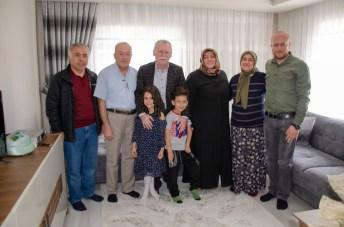 DSC 1937 - Rektör Alişarlı Anneler Gününde Şehit Ozan Özen'in Annesini Ziyaret etti.