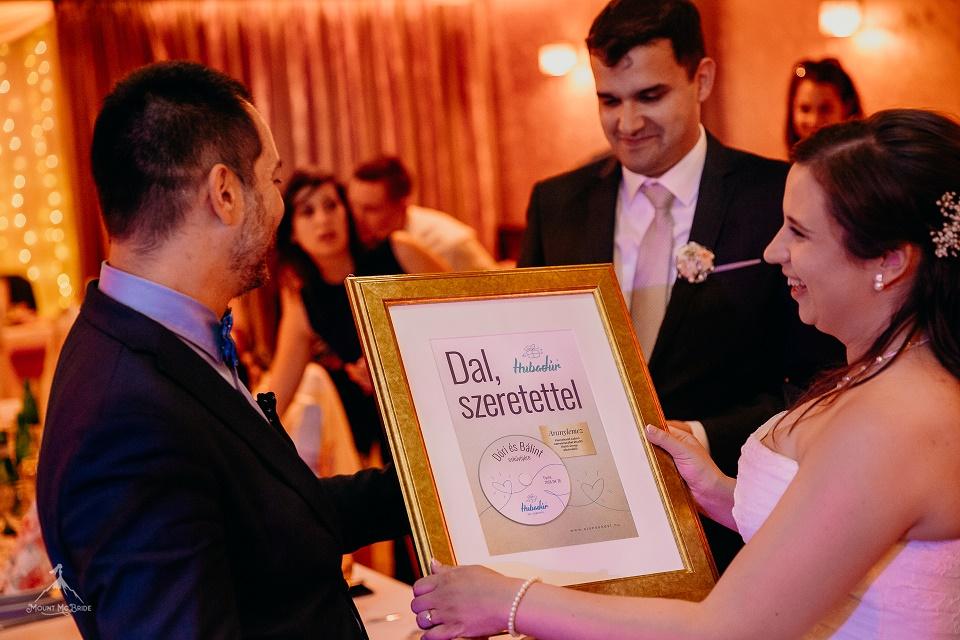 Ajándék esküvőre: Dóri és Bálint sztorijából egy emlékezetes és vidám dal