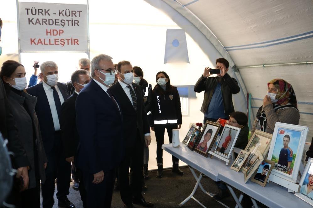 Karaloğlu ile TMSF Başkanı evlat nöbetindeki ailelere ziyaret
