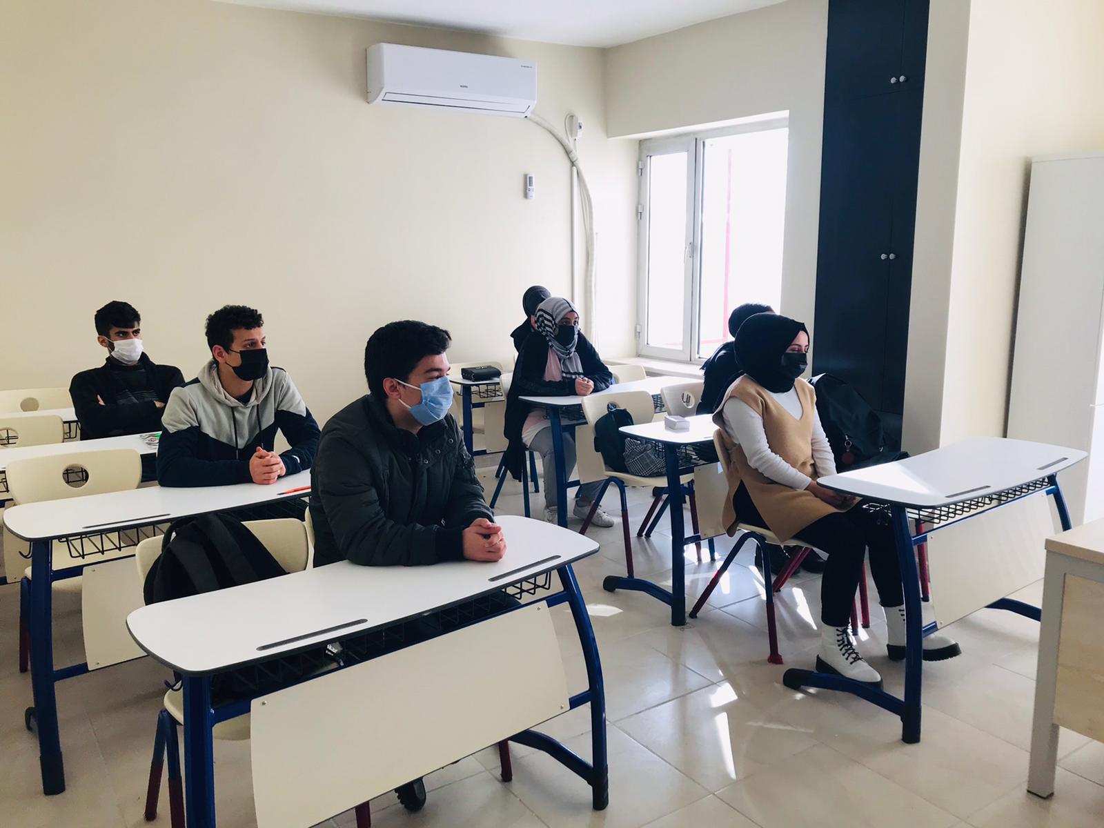 Diyarbakır'da Akademi Lise bin öğrenciyle ders başı yaptı