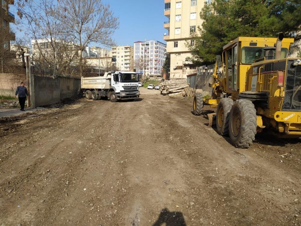 Bağlar Belediyesi yeni yollar yapıyor