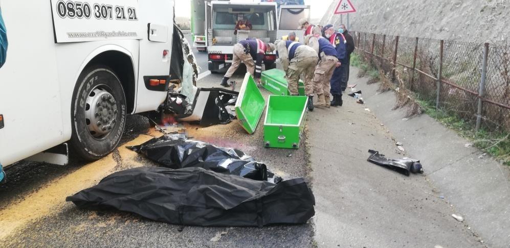 Yolcu otobüsü kaza yaptı: 3 ölü, 30 yaralı
