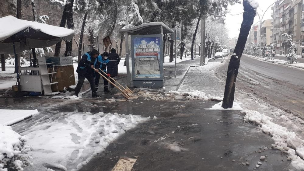 Sur'da karla mücadele çalışmaları