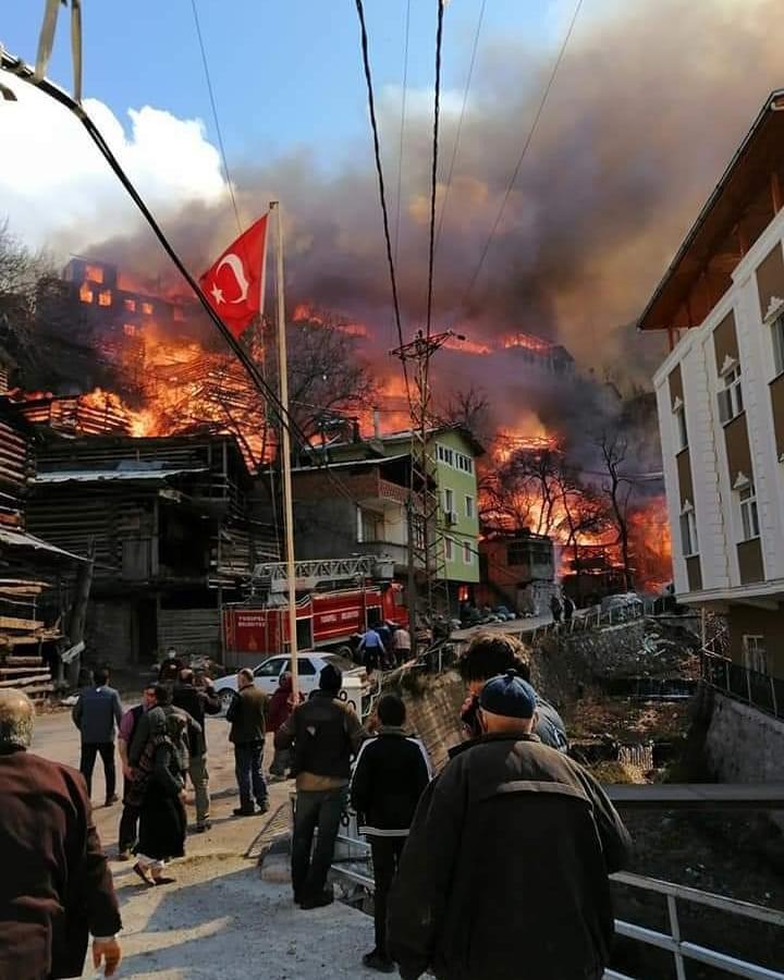 Artvinde yangın: 60 ev kül oldu