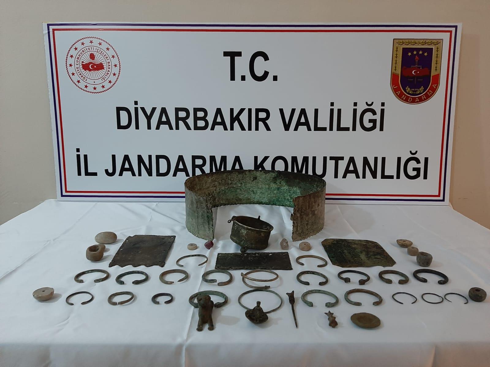 Diyarbakır'da tarihi eser kaçakçılarına operasyon