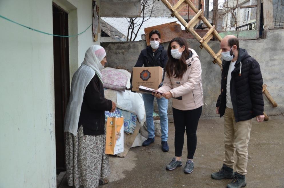 Diyarbakır Büyükşehir Belediyesi yaşlıları yalnız bırakmadı