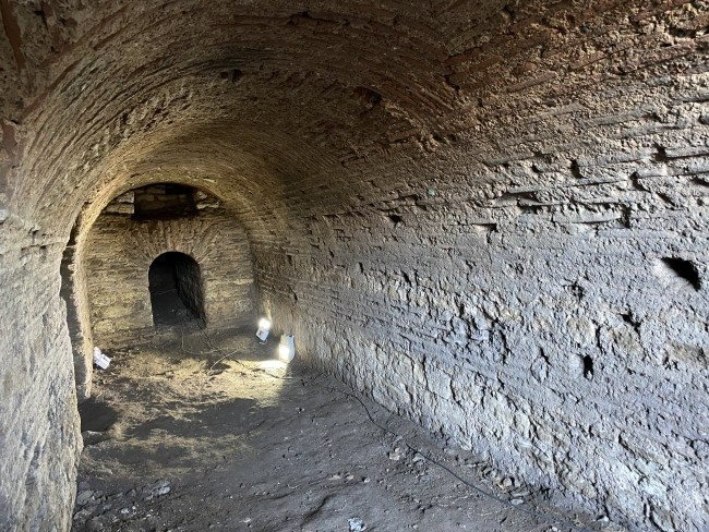 Roma dönemine ait galeri bulundu