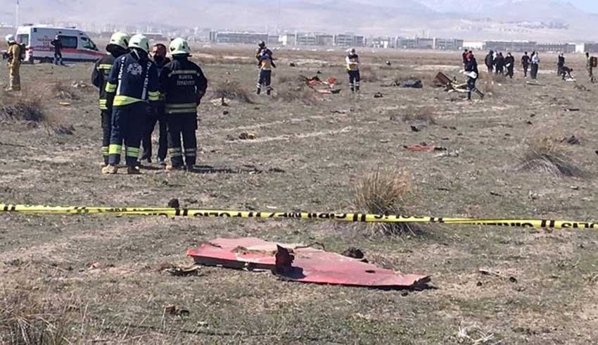 Gösteri uçağı Konya'da düştü