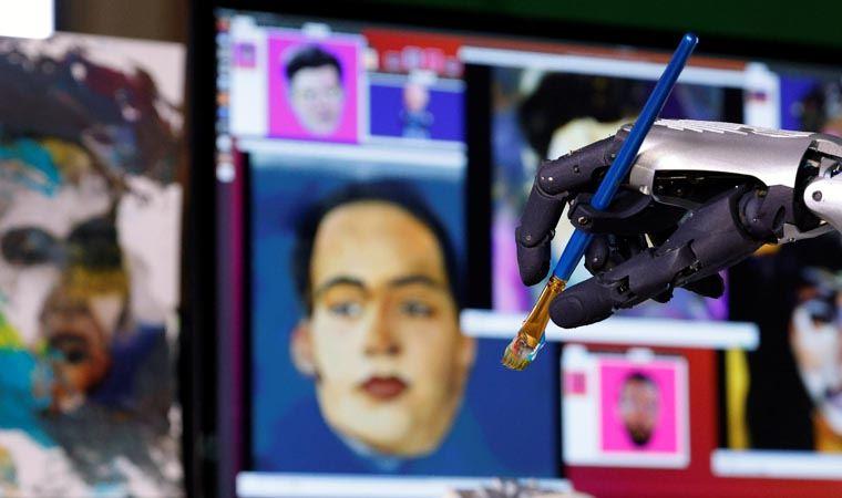 Robot Sophia'nın Çizdiği Dijital Resim, Rekor Fiyata Satıldı