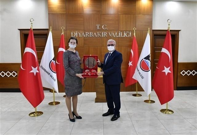 Diyarbakır Valisi Karaloğlu Rus heyet ile görüştü