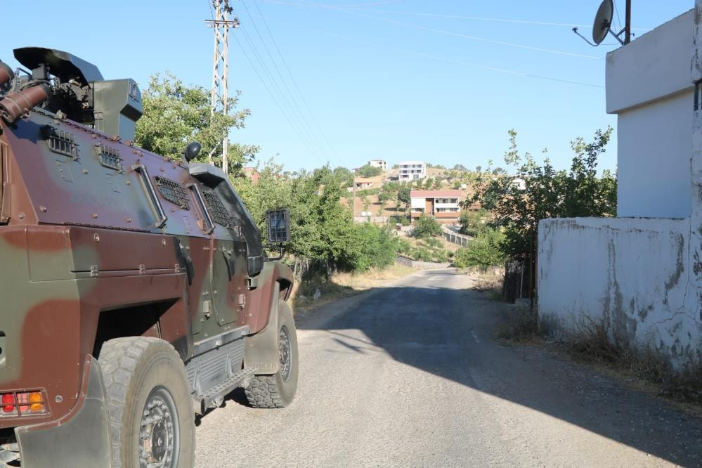 Diyarbakır merkezli 5 ilde uyuşturucu operasyonu