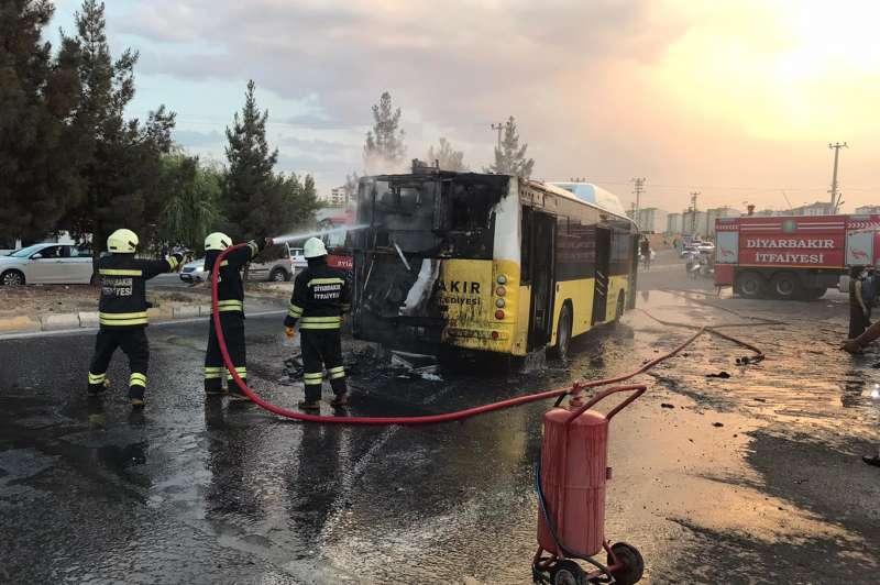 Diyarbakır'da bediye'ye ait yolcu otobüsünde yangın