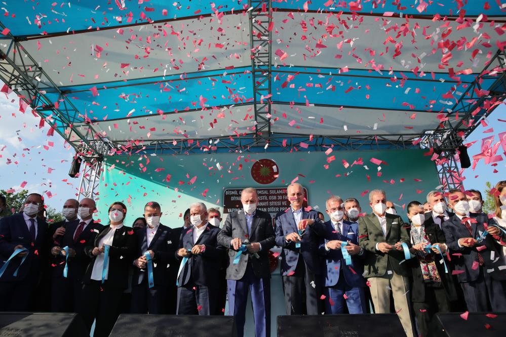 Erdoğan, Diyarbakır'da 2.5 milyar liralık yüzlerce eserin açılışını yaptı