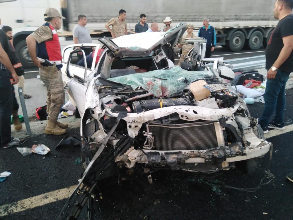Diyarbakır'da Kaza yapan otomobilde baba ve kızı yaralandı