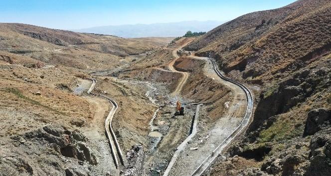 Van Büyükşehir Belediyesi'nin 21 kilometrelik sulama kanalı projesi