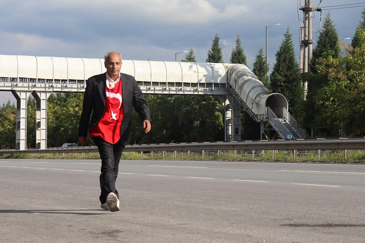 Aşı ve PCR testini protesto edip 450 km yürüyecek