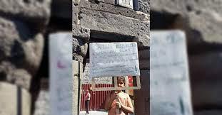 Okula gitmek için pankart açtı, sokak sokak aşıya davet etti