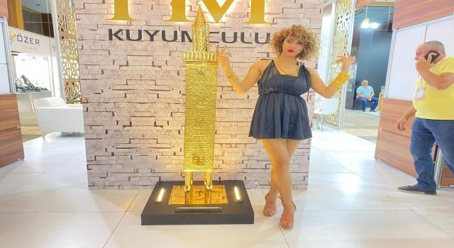 Diyarbakır'da altın kaplamalı tarihi Dört Ayaklı Minare minyatürü sergilendi