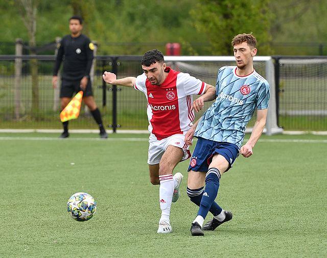 Ajax Amateurs speelden weer onderling duel