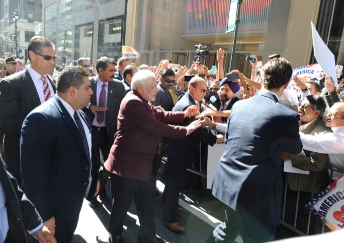 The Prime Minister, Shri Narendra Modi being greeted by the people, in New York, on September 26, 2014.