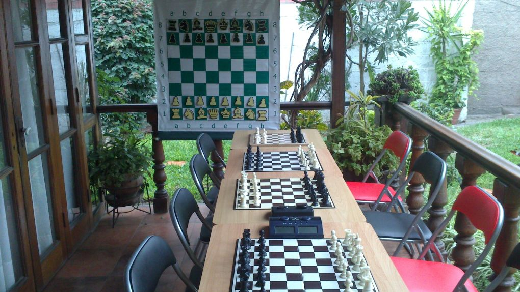 DSC 0030 CLASES DE AJEDREZ EN LA ESCUELA DEL INSTRUCTOR NACIONAL FIDE,Rubén Garcerán Izquierdo.