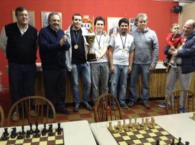 El equipo de Ajedrez Plus: GM Alan Pichot, GM Carlos Obregon y MF Maximiliano Perez junto a Daniel Menon Director de Ajedrez Plus