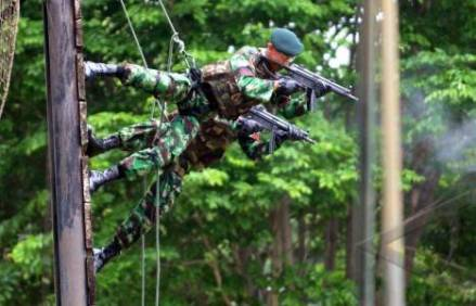 Anggota-Batalyon-Raider-dilatih-secara-ketat-dalam-menciptakan-karakter-pasukan-komando