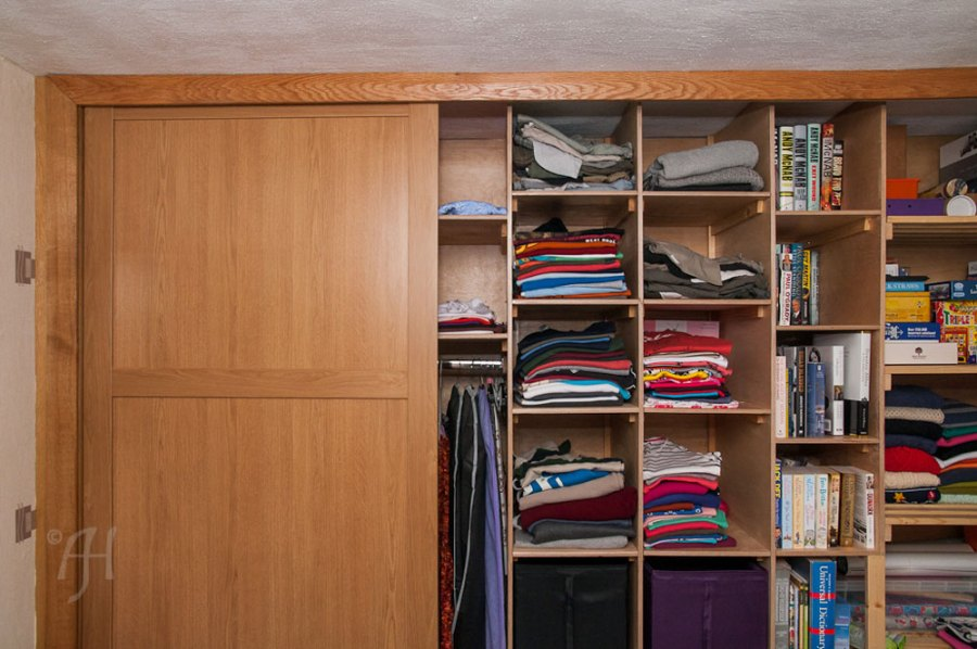 Compartments inside wardrobe