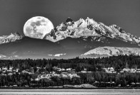 Moon Rise over the Cascades