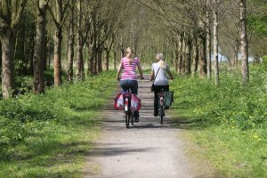 Cycling Mother and Daughter, Netherlands/via Wikimedia Commons