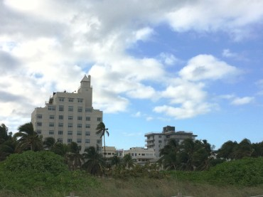 Vue de la plage sur la petite ville de South Beach