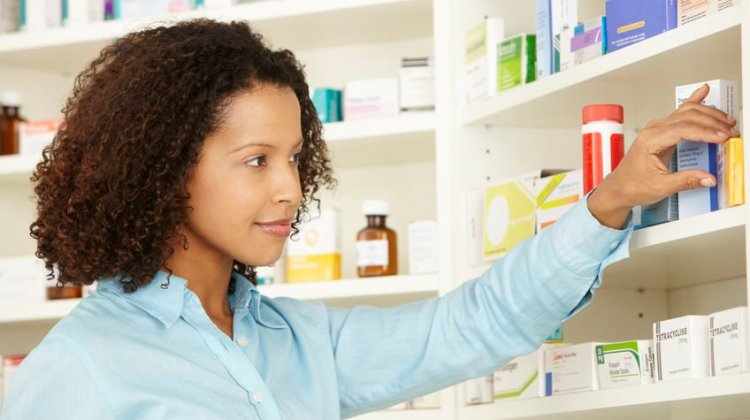 pharmacists in silos: pharmacist in dispensary