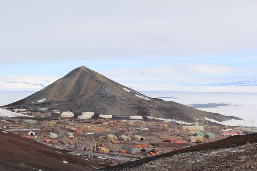 A good view of Ob Hill and McMurdo at its base, from outside the NASA ground station satellite receiver. © A. Padilla