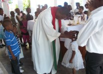 O encontro começou com a missa celebrada por Padre Daniel, tio de Pierre.