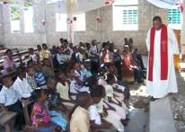Todas as crianças da região foram convidadas a participar na missa.