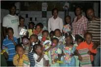 Depois, começamos a entrega de presentes para as 20 crianças participantes da campanha deste blog