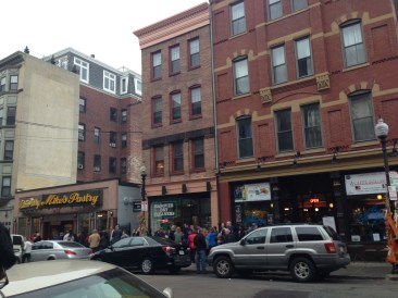 See the line extend for Mike's Pastry shop?