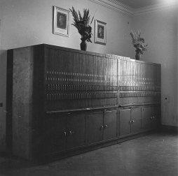 Armari de la col·lecció Marull, desembre de 1959 Font: col·lecció Ramon Marull, autor desconegut