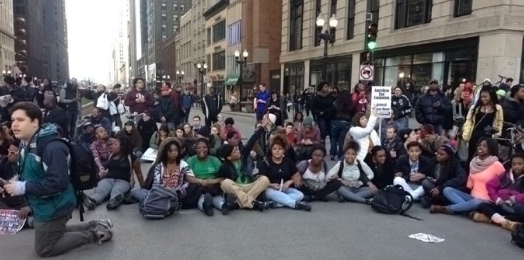 Youth take the street, leading a march for Rahm Emanuel's resignation. Photo: Nidalis Burgos via Facebook